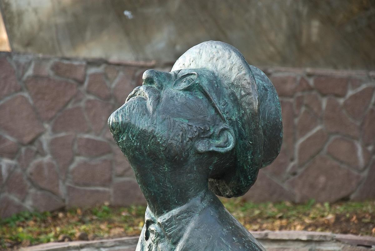Боровск. Памятник К.Э.Циолковскому (фрагмент)