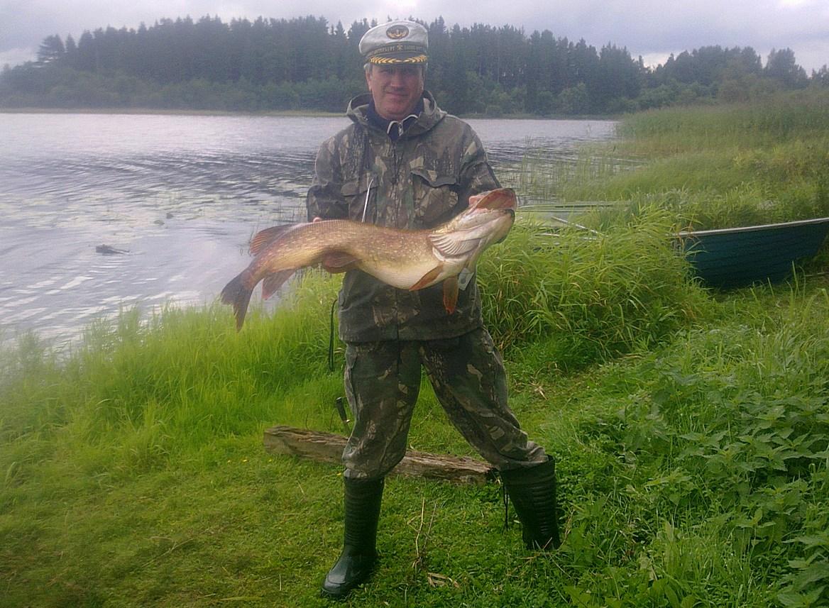 Юра Симанов с щукой на 6-7 кг. Автор фото: Вячеслав Степанов