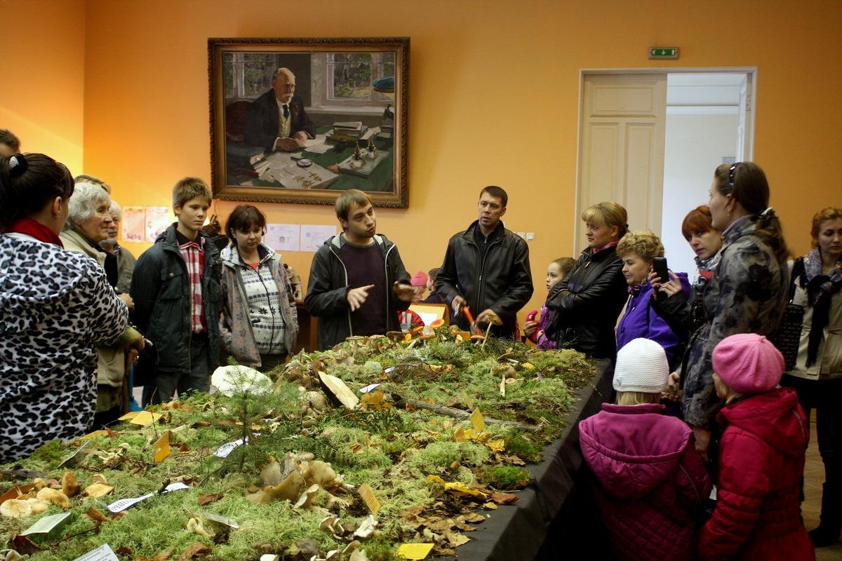 Экскурсия пo выставке. Автор фото: Йохан Метте