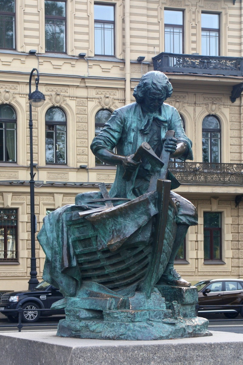 Памятник Петру I на Адмиралтейской набережной. Автор фото: Йохан Метте