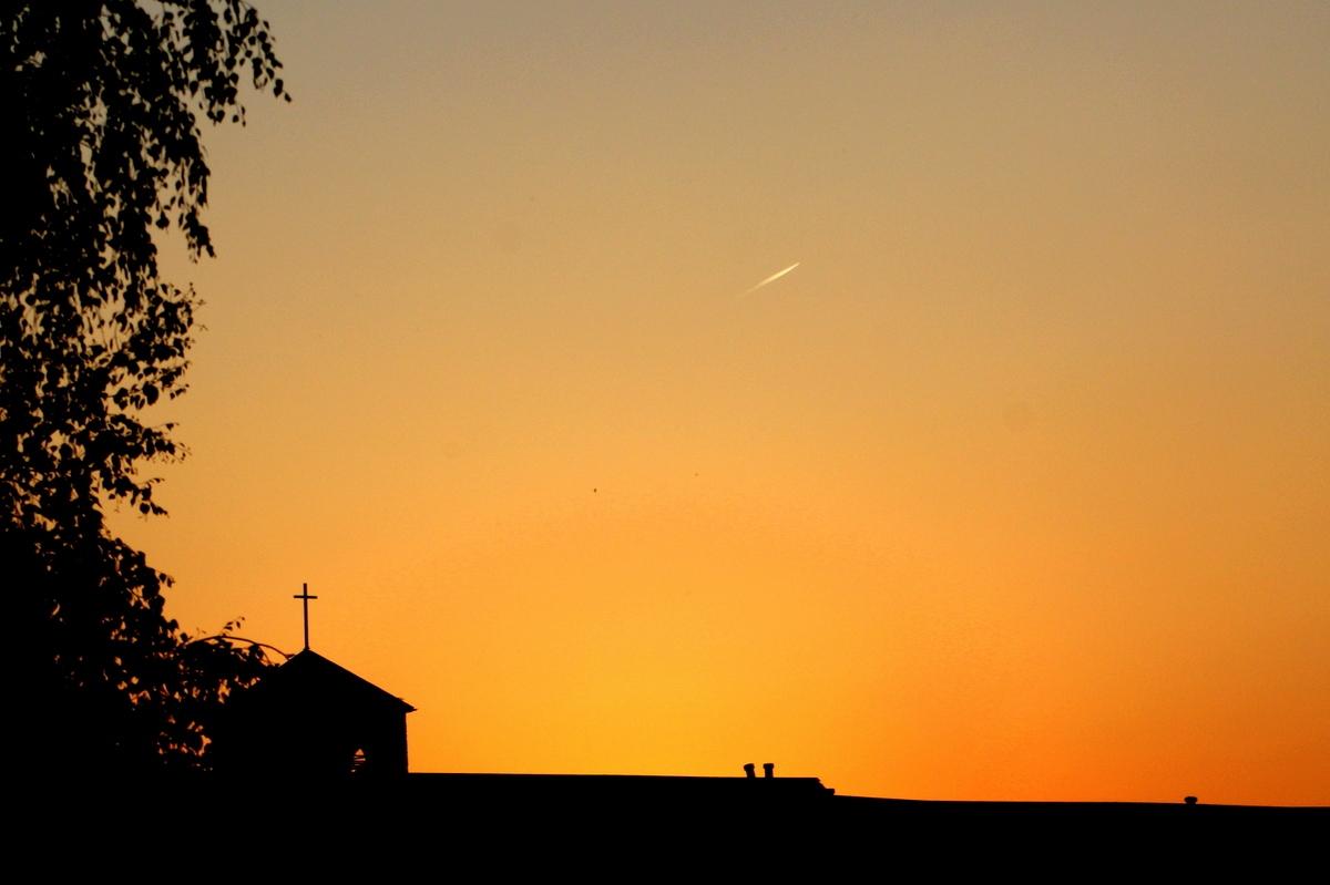 Вечернее небо. Закат солнца. Автор фото: Йохан Метте