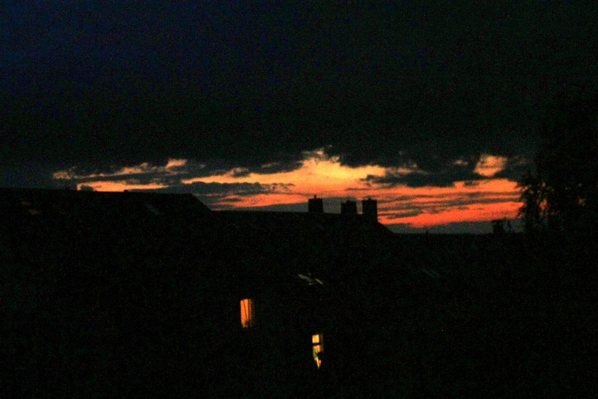 Вечернее небо. Красное с черным. Автор фото: Йохан Метте