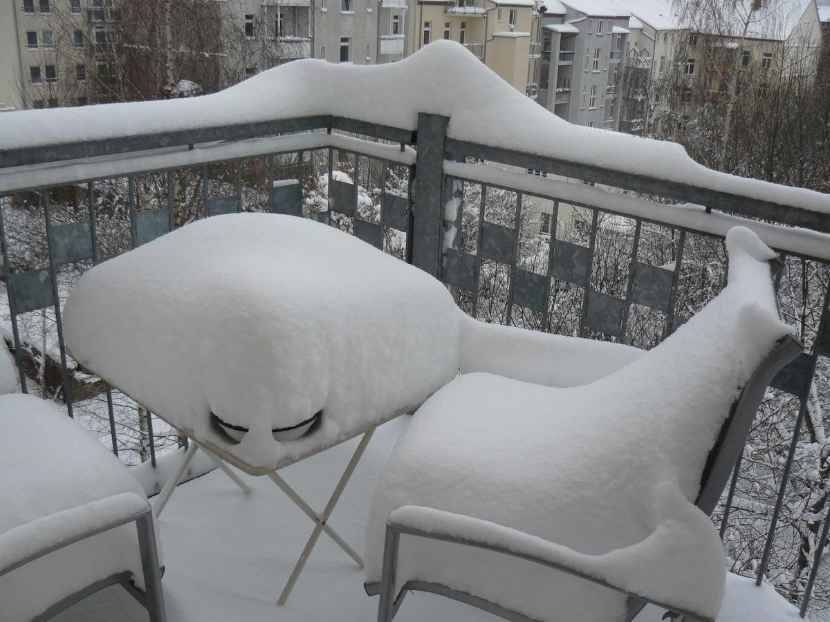 Под снегом (балконные сугробы). Автор фото: Йохан Метте