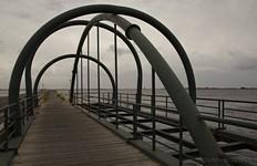 Mesologgi. Пешеходный мостик.