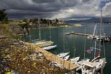 Вид из крепости на яхтенную марину