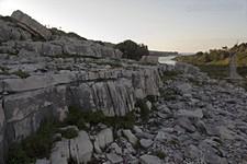 Скалы у залива Mongonissi. Вид на вход в бухту.