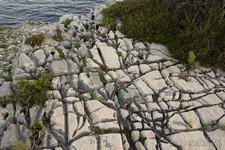 Трещины в скалах