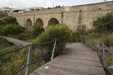 Мостки у гавани и путепровод