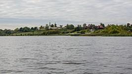 Церковь в селе Городня. Вид с реки