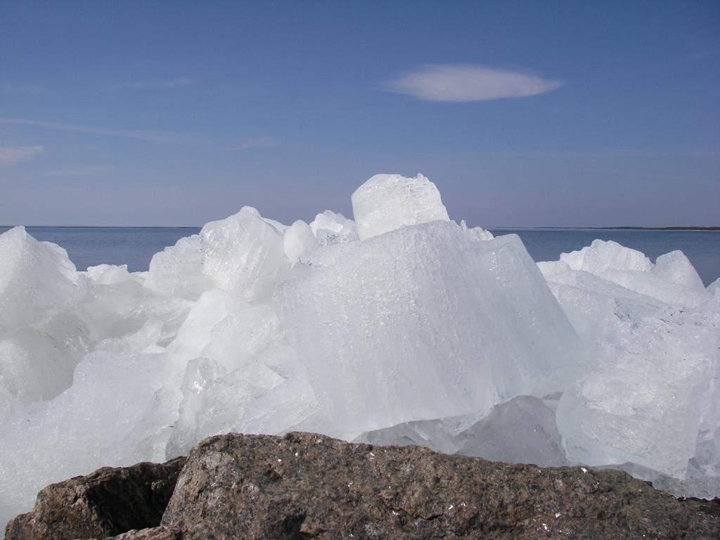 Лед и камень-1. Автор фото: Анатолий Тарасов (Эстония)