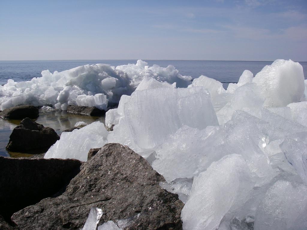 Лед и камень-2. Автор фото: Анатолий Тарасов (Эстония)