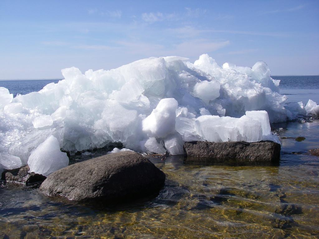 Лед и камень-3. Автор фото: Анатолий Тарасов (Эстония)