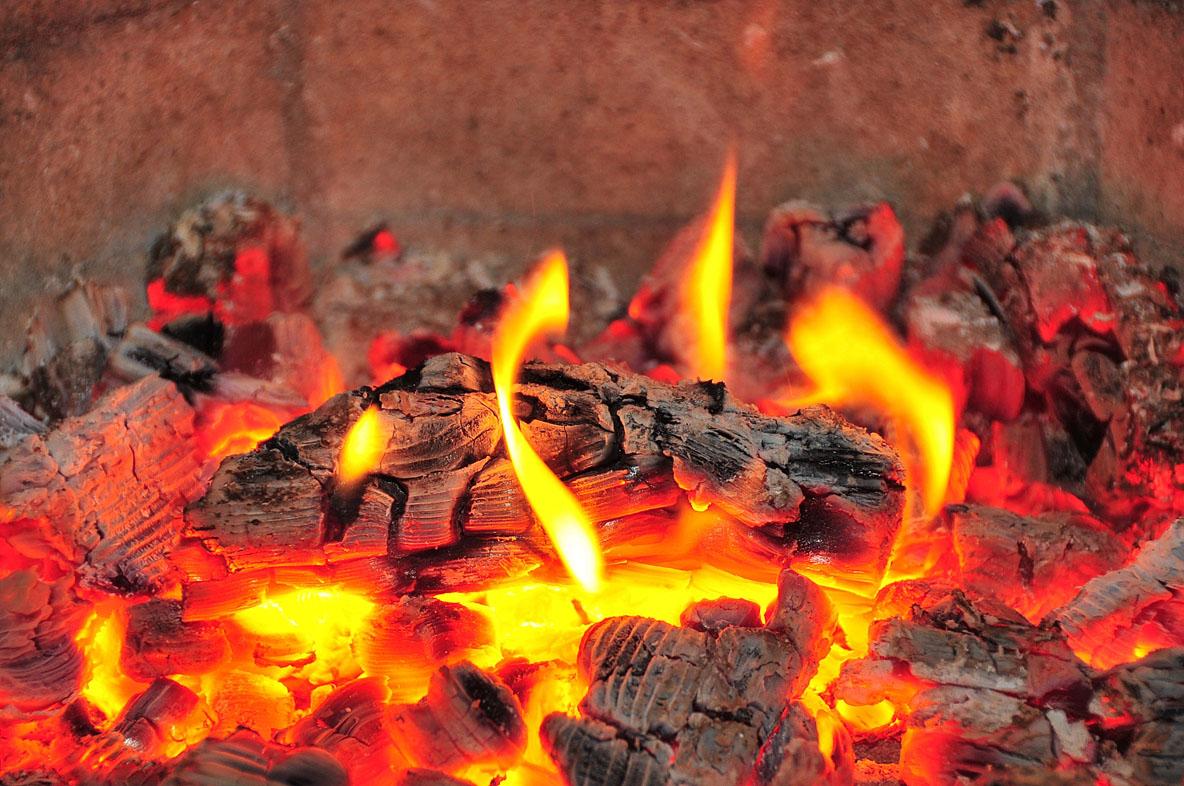 Бьётся в тесной печурке огонь…. Автор фото: Костюкевич Сергей , г.Санкт-Петербург